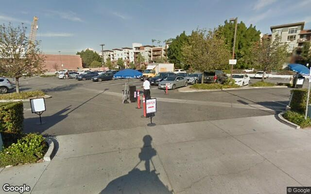 parking on East 2nd Street in Los Angeles