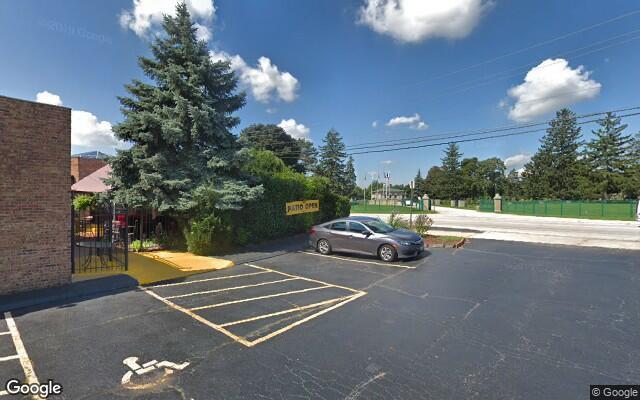 parking on Gross Point Rd in Skokie