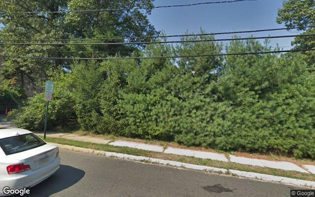 parking on Jones Road in Fort Lee