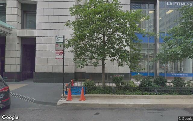 parking on N Garland Ct in Chicago