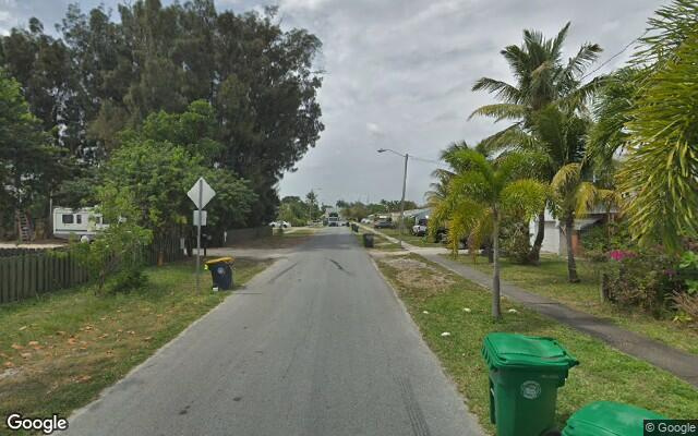 parking on SW 12th St in Dania Beach
