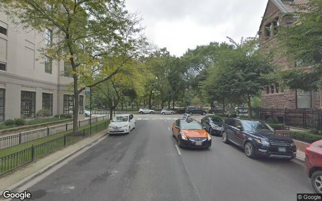 parking on W Delaware Pl in Chicago