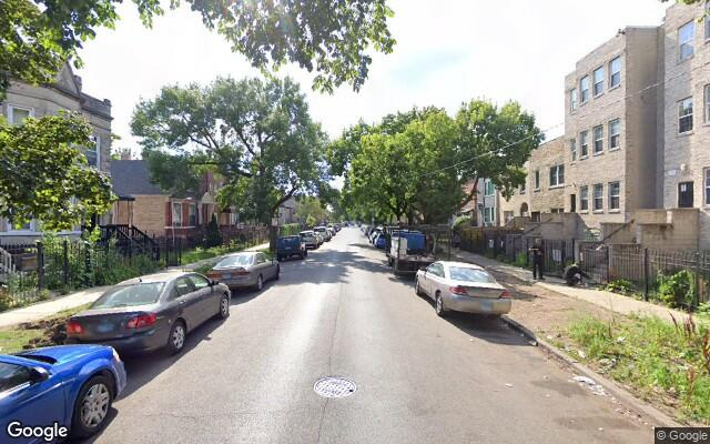 parking on W Le Moyne St in Chicago