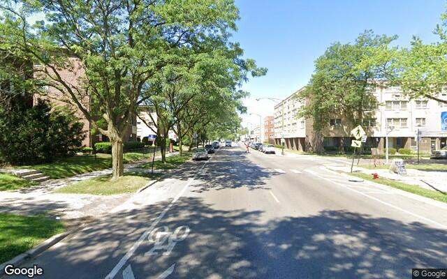 parking on West Touhy Avenue in Chicago