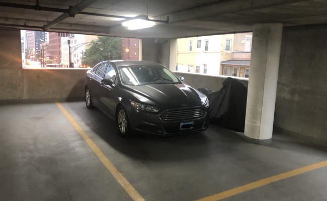 Garage parking on N La Salle Dr in Chicago