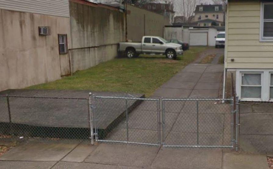 Outside parking on Barker St in Staten Island