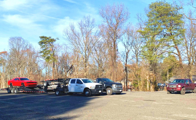 Outdoor lot parking on Bellefonte Ln in Clinton