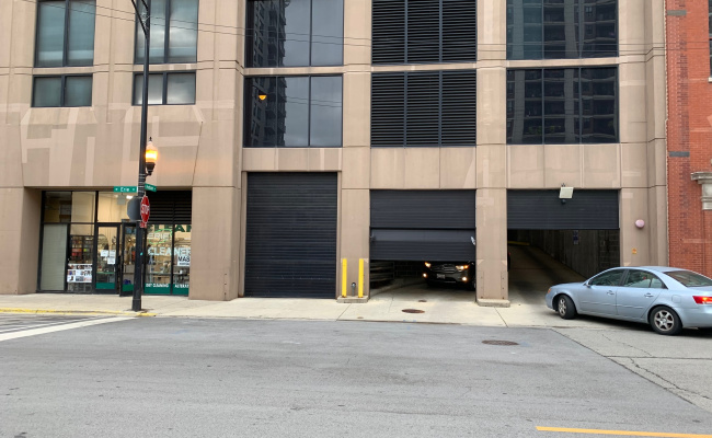 parking on W Erie St in Chicago