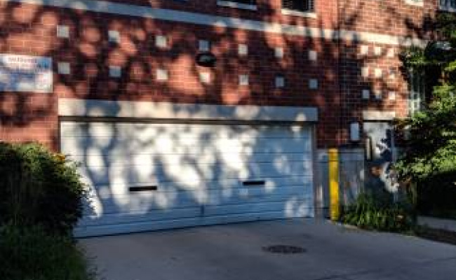 Garage parking on N Maplewood Ave in Chicago