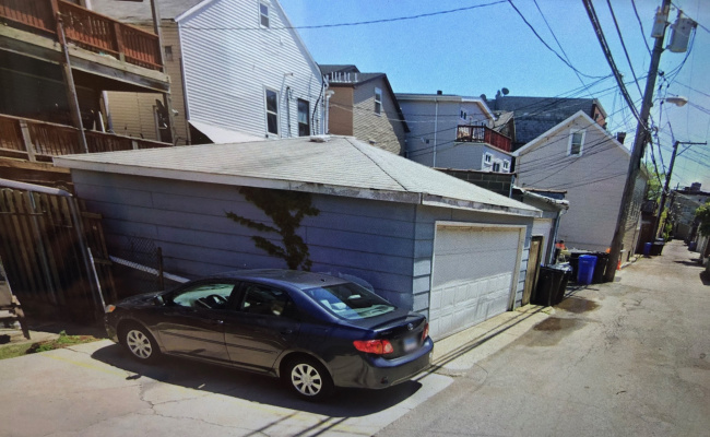 Driveway parking on North Ashland Avenue in Chicago