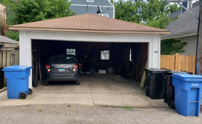 Garage parking on North Hermitage Avenue in Chicago