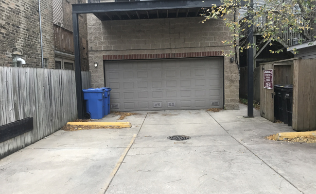 Garage parking on North Southport Avenue in Chicago