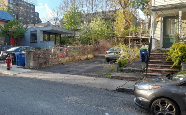 Driveway parking on Oxford Street in Somerville