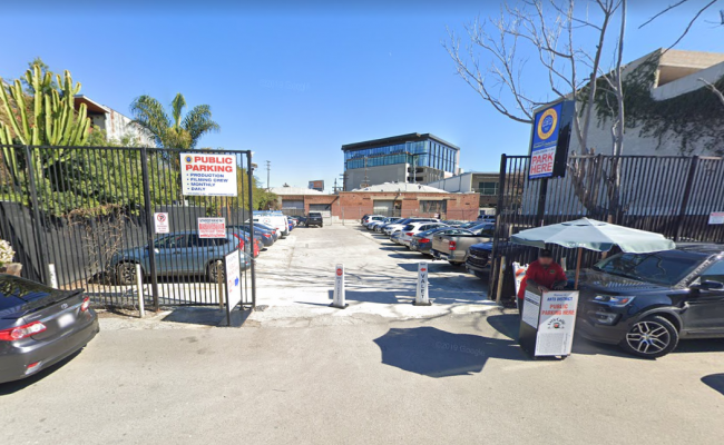 parking on South Hewitt Street in Los Angeles