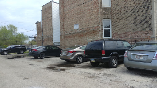 Outdoor lot parking on South Homan Avenue in Chicago