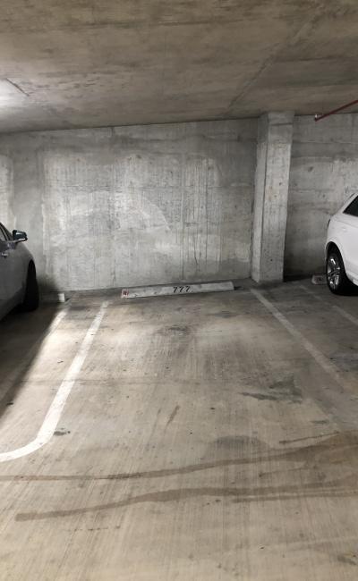 parking on South Miami Avenue in Miami
