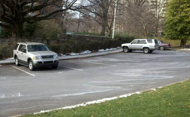 parking on Tunlaw Road Northwest in Washington