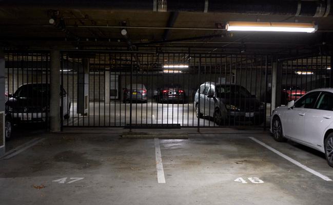 Garage parking on W. Fairview in Glendale