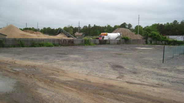 Outdoor lot parking on Weeks Ave in Manorville