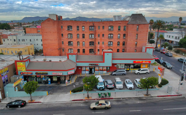 parking on West 3rd Street in Los Angeles