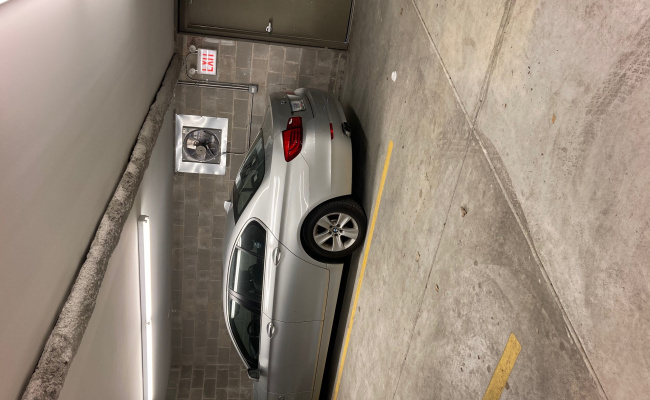 Garage parking on West Montana Street in Chicago