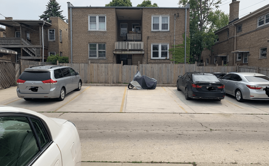 Driveway parking on W Berwyn Ave in Chicago