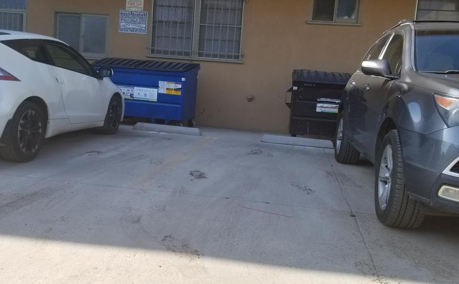 parking on Eleanor Ave in Los Angeles