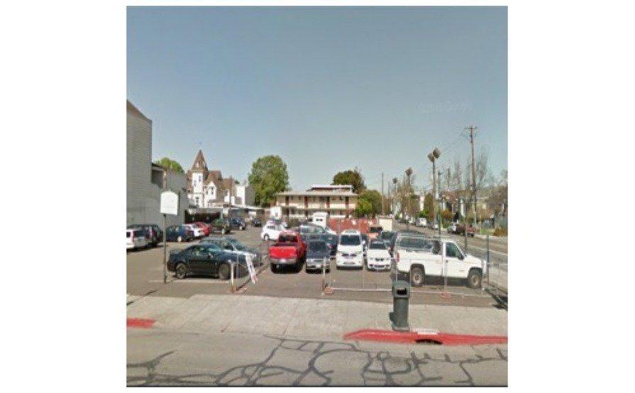 Outside parking on Park Street in Alameda