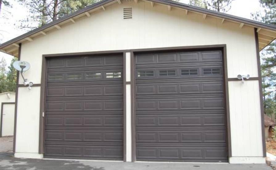 Garage parking on Torrey Pine Rd in Truckee