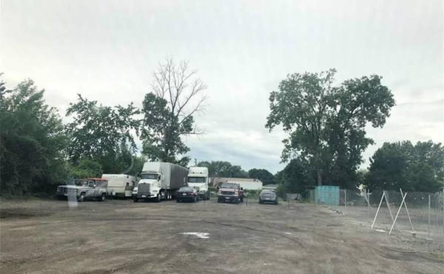 parking on Mound Rd in Warren