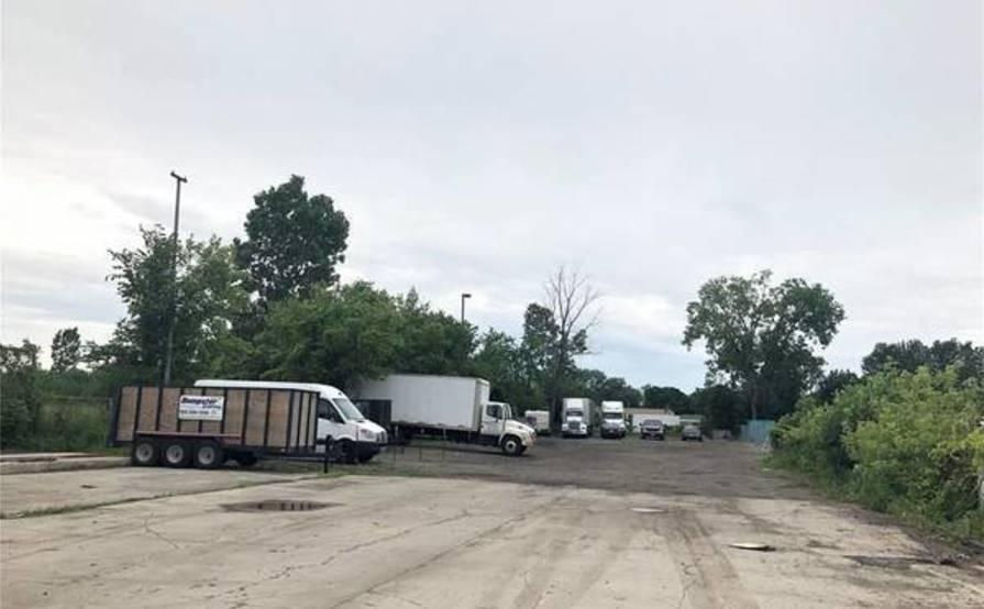Parking Space parking on Mound Rd in Warren