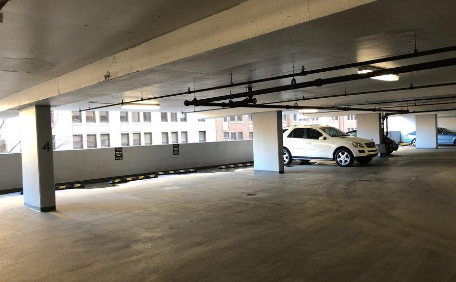 parking on E Huron St in Chicago