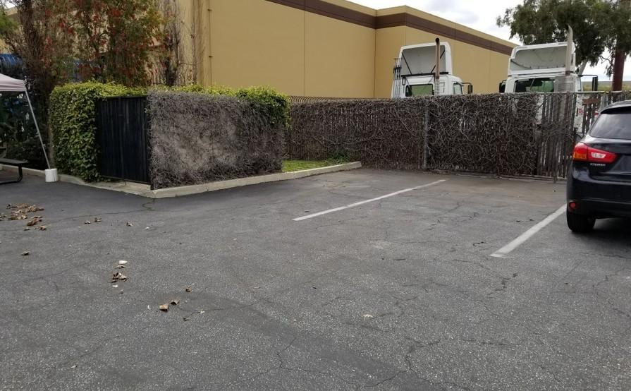 parking on S Acacia Ct in Compton