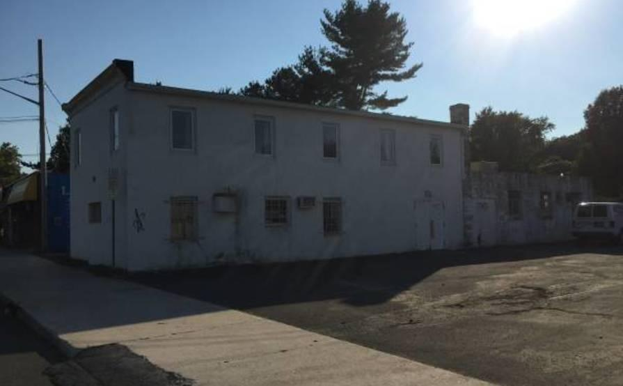 Outdoor lot parking on New York Ave in Huntington