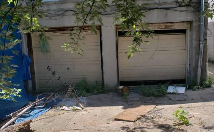 Garage parking on E 232nd St in Bronx