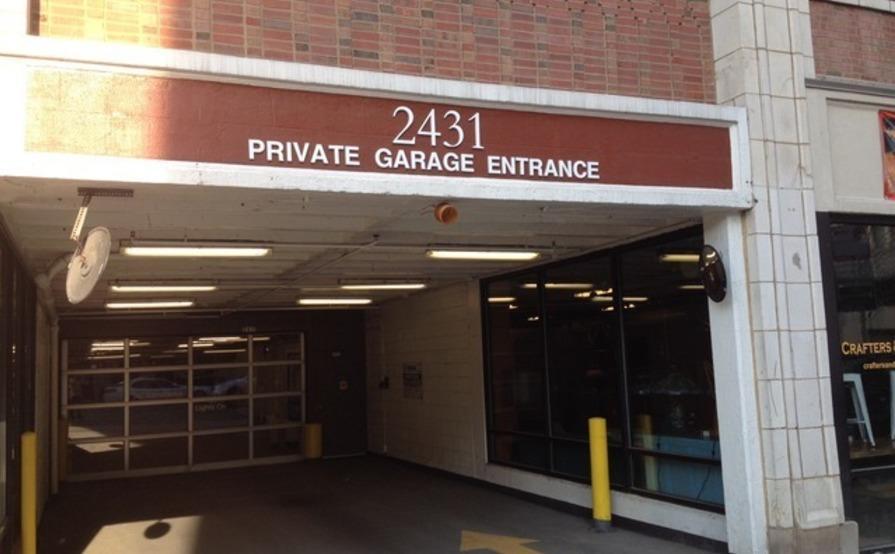 Garage parking on N Clark St in Chicago