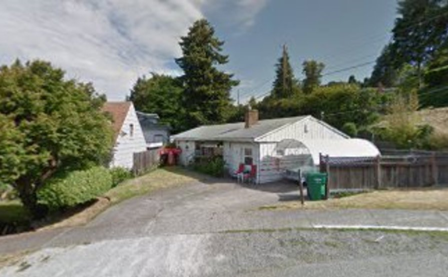 parking on SW Cloverdale St in Seattle