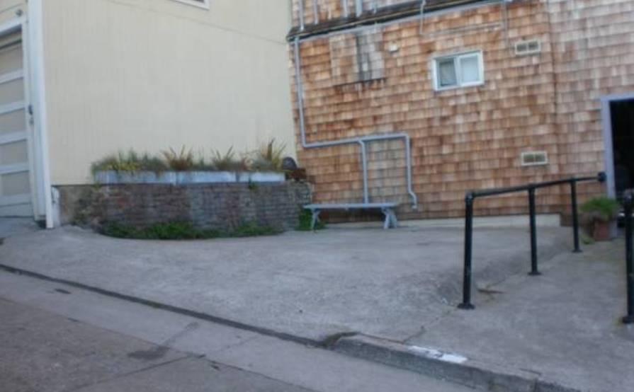 parking on Genoa Pl in San Francisco