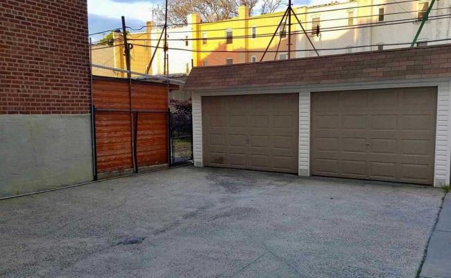 Garage parking on 32-33 46th Street in Queens