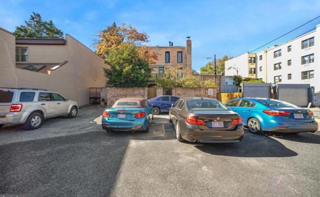 Outdoor lot parking on 3rd St. NE in Washington