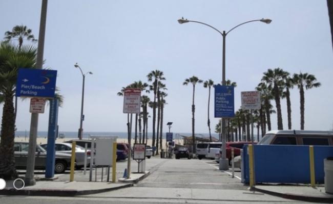 Outside parking on Appian Way in Santa Monica