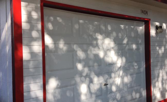 Garage parking on Baronets Trail in Austin