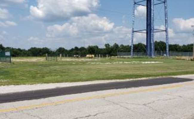 Outdoor lot parking on Booneslick Rd in New Florence