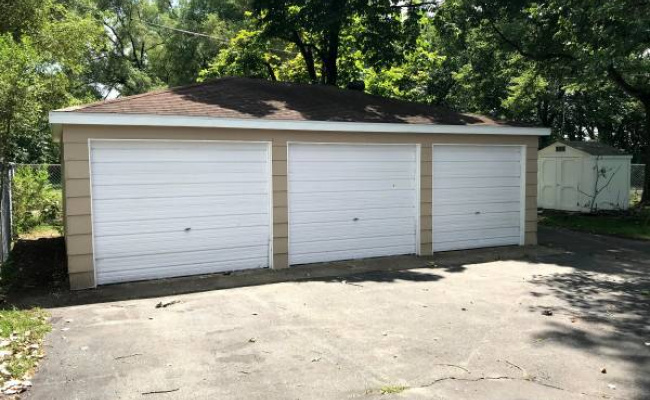 Garage parking on Davis Street in Joliet