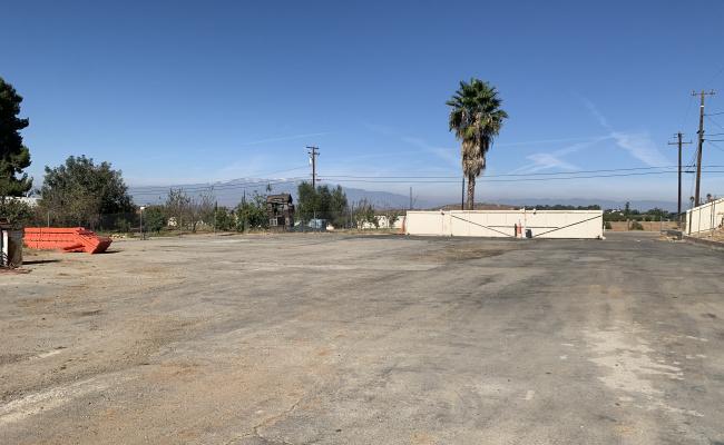 Indoor lot parking on Iris Avenue in Riverside