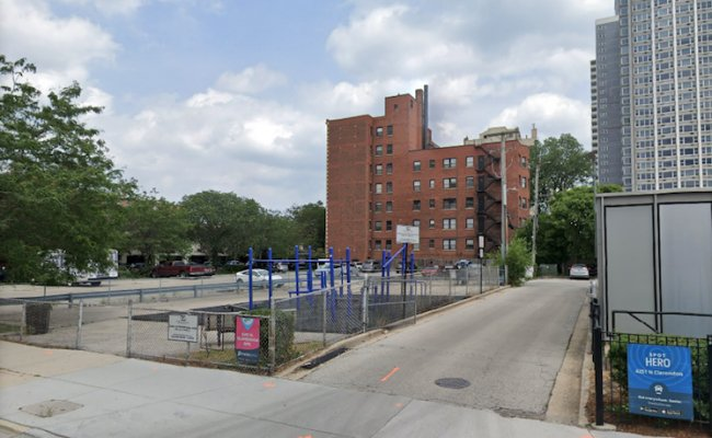 Outdoor lot parking on North Clarendon Avenue in Chicago