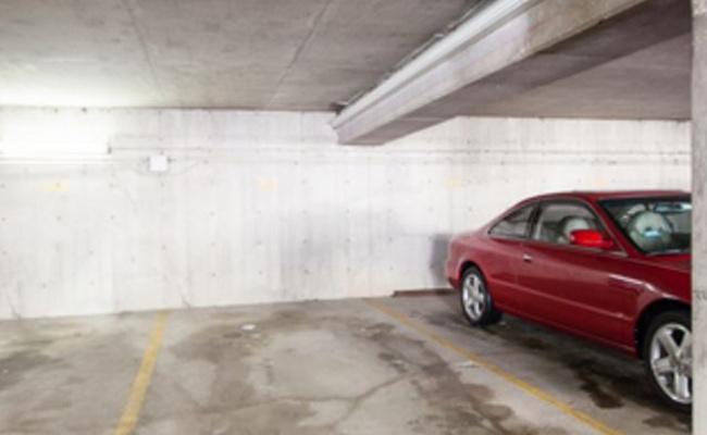 Garage parking on North Clark Street in Chicago
