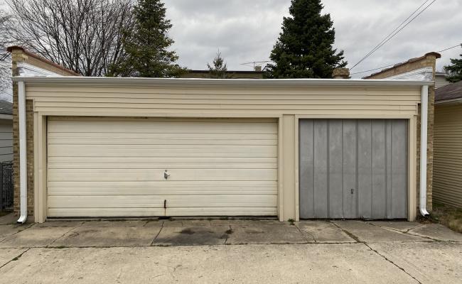 Garage parking on North Nassau Avenue in Chicago
