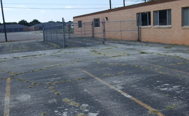 Outside parking on North Willis Street in Abilene