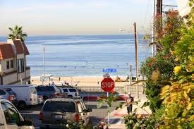 Driveway parking on Rosecrans Avenue in Manhattan Beach